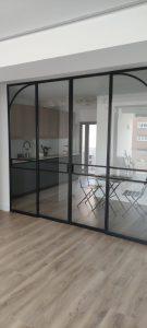 Puerta y separador de cristal en Madrid